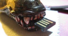 USB флешка – голова Чужого