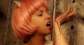 Кровавая девушка-кошка
