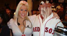 Кровавый костюм спортсмена без головы