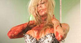 Кровавый стриптиз зомби
