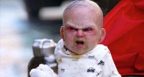 Дьявольский младенец разыгрывает людей