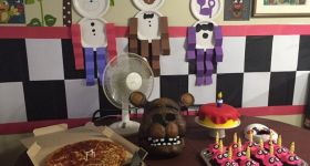 Комната в стиле пиццерии из Five Nights at Freddy's