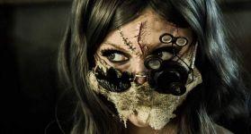 Косплей девушки на доктора Ричарда Трагера из Outlast