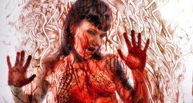 MsPoisoness размазывает кровь по стеклу