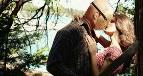 Джейсон Вурхиз с девушкой на природе