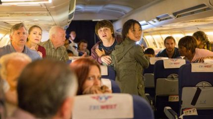 Бойтесь ходячих мертвецов даже в самолете!