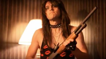 Патлатый рокер с дробовиком мочит зомби