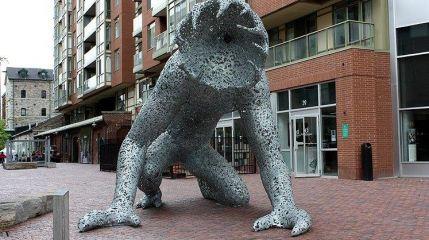 Очень странные дела: Статуя демогоргона появилась в Торонто